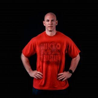 Červené tričko makač